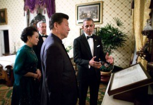 Peng Liyuan Xi Jinping and Barack Obama in the Lincoln Bedroom